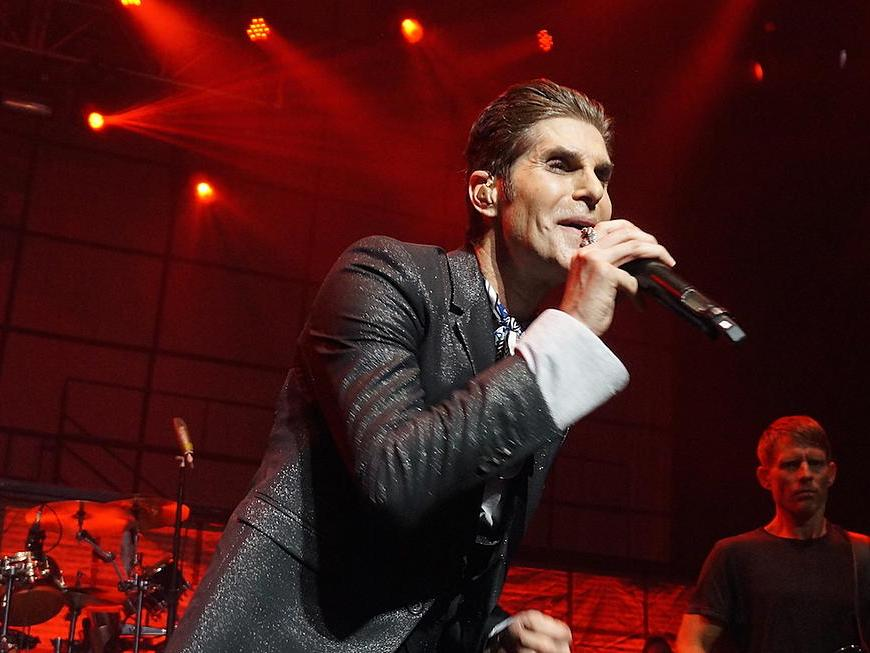 Janes-Addiction-Perry-Farrell-4