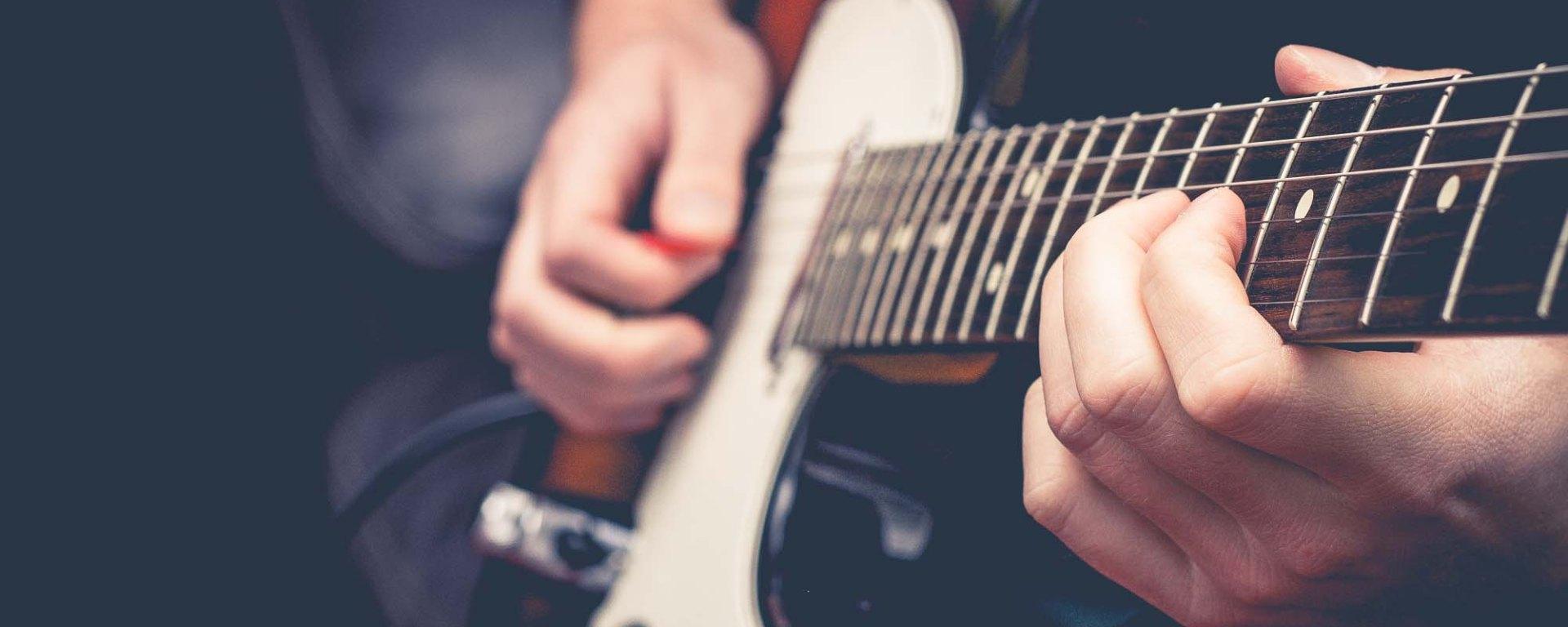 De ce sa inveti sa canti la chitara? -