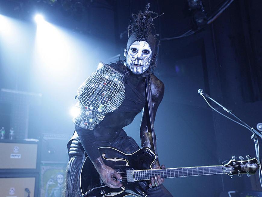 Wes Borland chitaristul Limp Bizkit a terminat un concert cu mana rupta