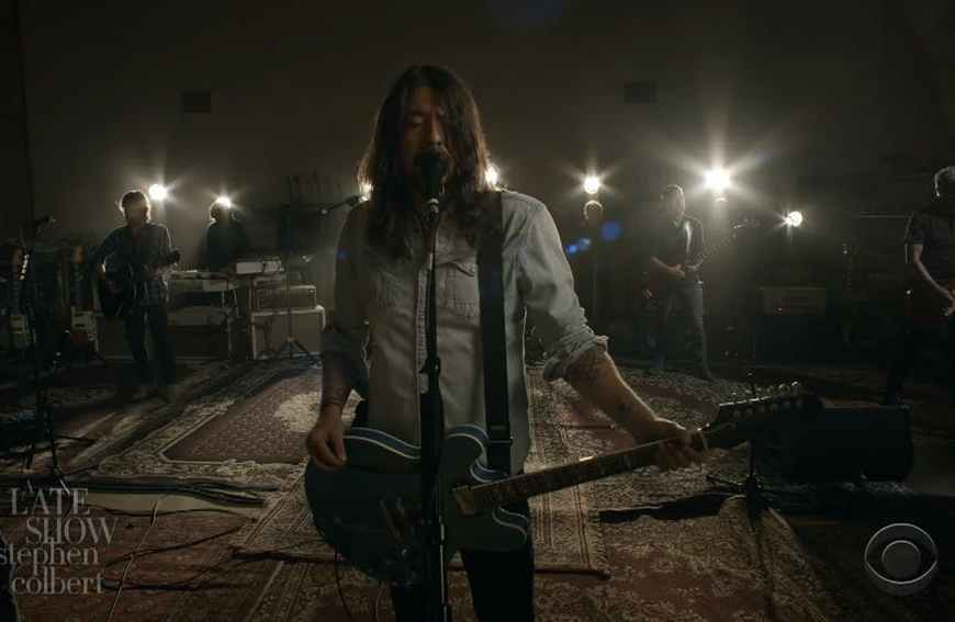 Vezi trupa Foo Fighters interpretând live single-ul Shame Shame la Tha Late Show cu Stephen Colbert