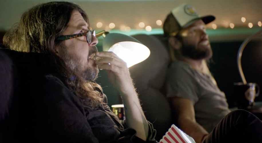Foo Fighters privesc înapoi la cariera lor de 25 de ani și ne dezvaluie documentarul Times Like Those