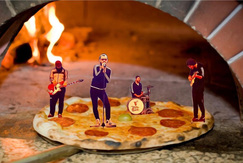 Trupa Tourette Roulette a lansat piesa COMMANDO PIZZA