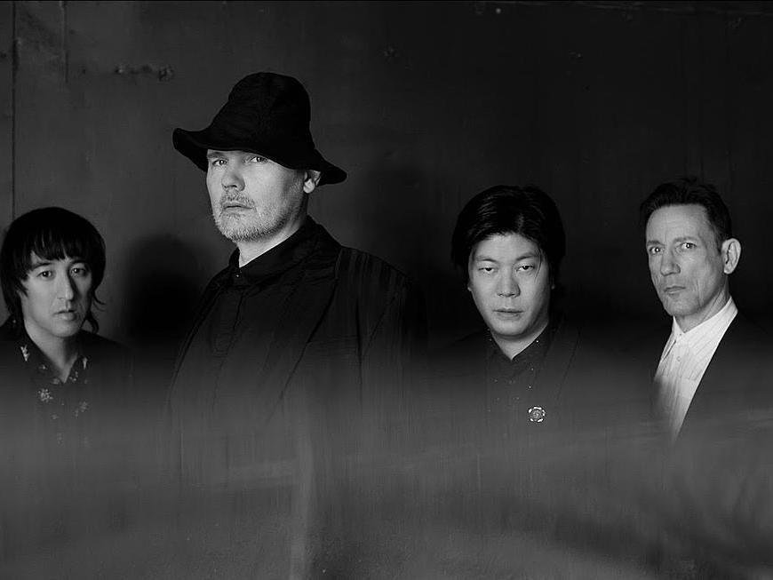 """Smashing Pumpkins a lansat două piese """"Purple Blood"""" şi """"Dulcet in E""""."""