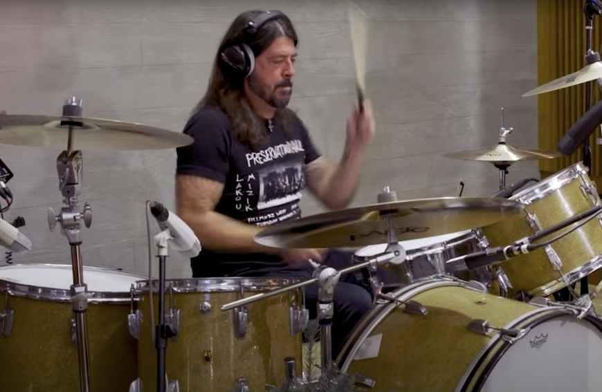 Dave Grohl intepretează Little Drummer Boy alături de The Bird And The Bee