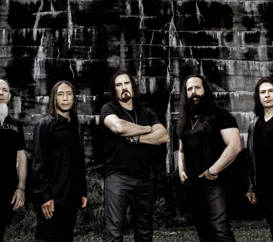 Vezi trupa DREAM THEATER Performand 'The Spirit Carries pe ' From 'Distant Memories - Live In London'