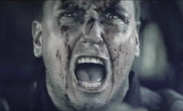 Membrii trupelor PAPA ROACH, FIVE FINGER DEATH PUNCH într-un nou trailer pentru filmul horror 'The Retaliators'