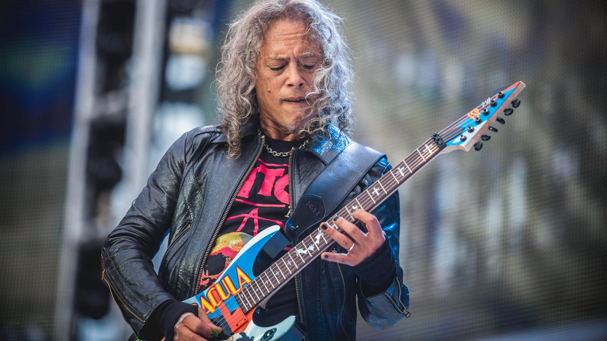 Vezi chitaristul Kirk Hammett de la Metallica vorbind despre Black Album şi cariera sa de 37 de ani