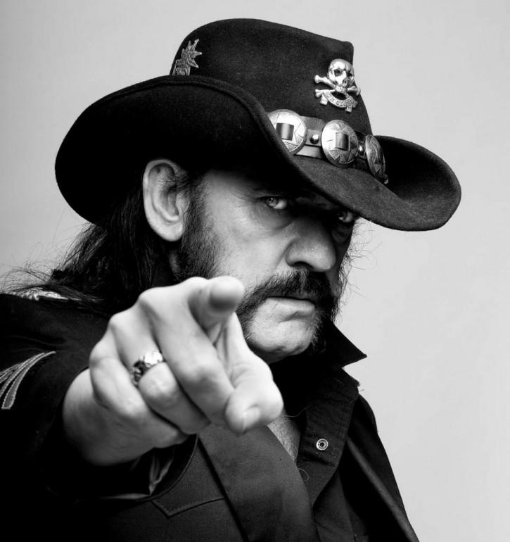 Vezi fotografii cu Lemmy Kilmister de-a lungul anilor