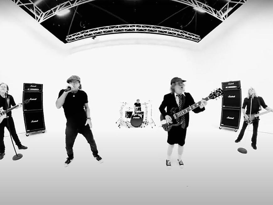 """Vezi trupa AC/DC interpretând varianta live a piesei """"Realize"""""""