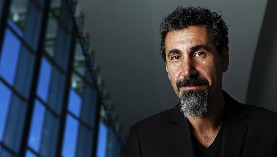 SerJ Tankian de la System Of A Down va lansa cinci noi piese