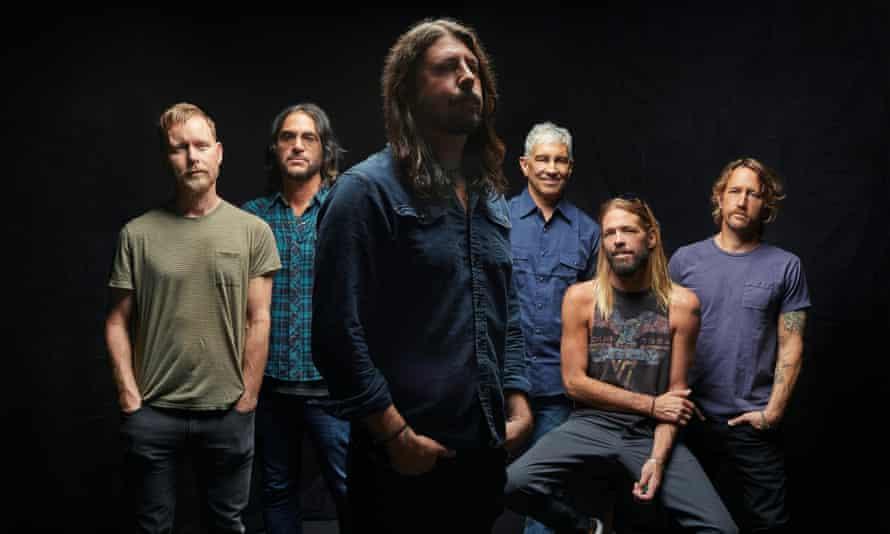 Abumul Medicine at Midnight de la Foo Fighters este pe primele locuri în topul Bilboard