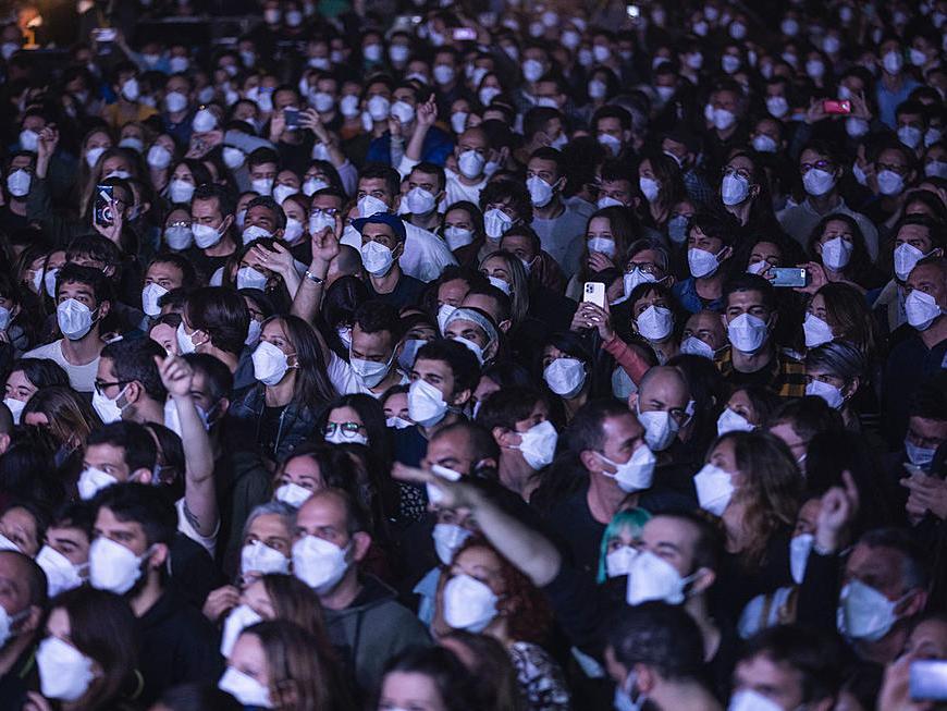 Un public de 5000 de oameni a participat la un experiment Covid-19 în Barcelona