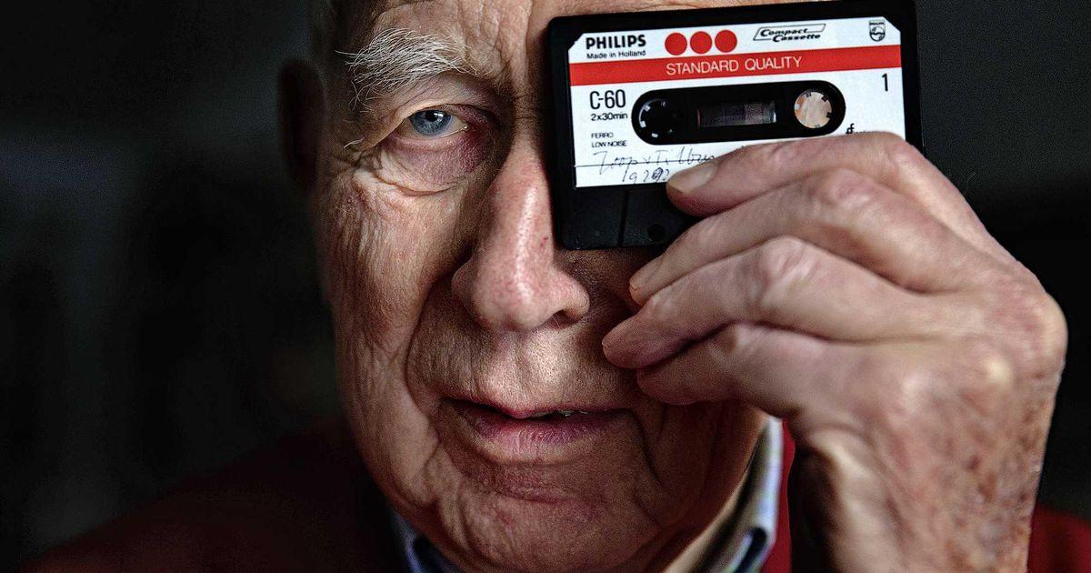 Lou Ottens, care a adus bucurie multor iubitori de muzică prin invenția casetei audio, a murit la vârsta de 94 de ani.