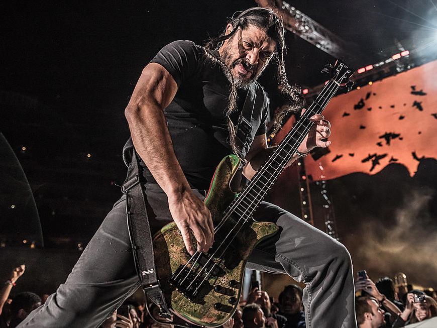 Metallica nu a vrut să arate scena în care i se oferea 1 milion de dolari lui Robert Trujilo