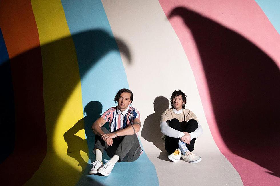 "Trupa Twenty One Pilots lansează piesa ""Shy Away"", anunța un nou album + livestream"