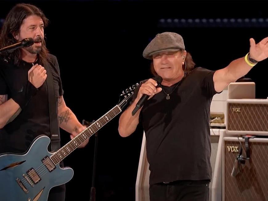 Foo Fighters alături de Bian Johnson interpretează Back in Black de la AC/DC
