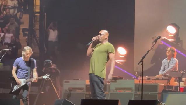 DAVE CHAPPELLE s-a alăturat celor de la FOO FIGHTERS pe scenă pentru a interpreta piesa 'Creep' de la RADIOHEAD