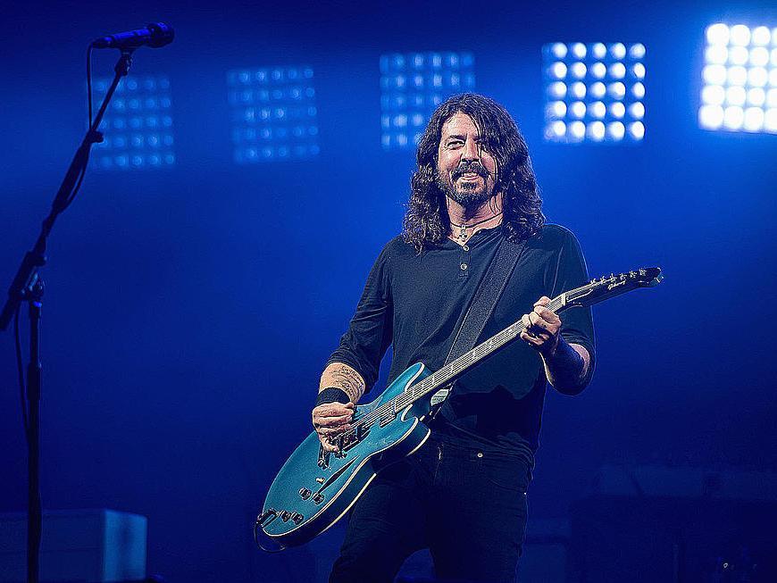 Vezi mini documentarul despre resuscitarea muzicii live de către Foo Fighters