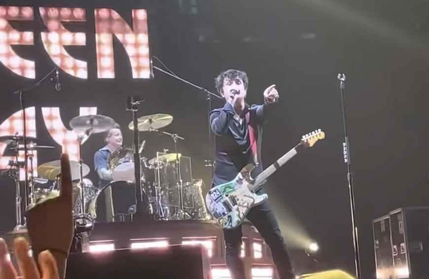 Vezi trupa Green Day interpretând un cover după piesa Rock And Roll All Nite a celor de la KISS