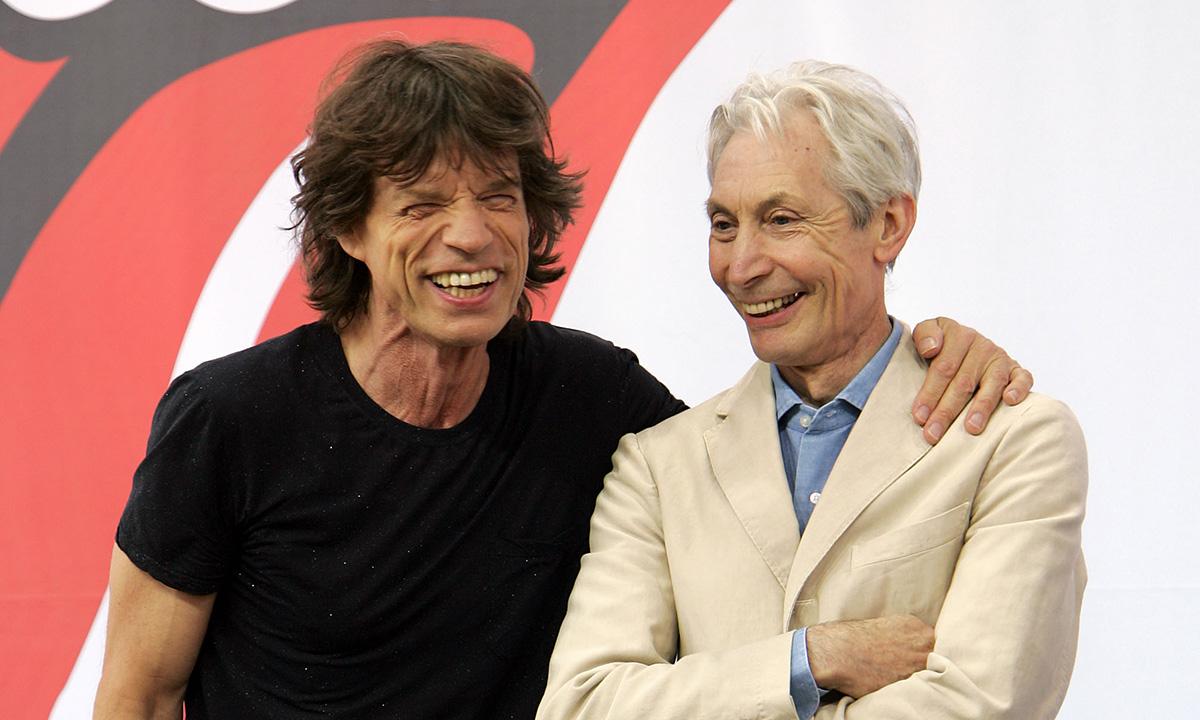 Momentul în care Charlie Watts l-a pocnit pe Mick Jagger