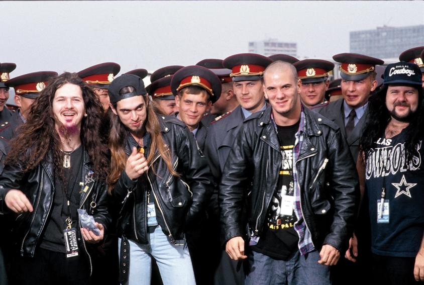 Pantera în Rusia: Vezi fotografii incredibile de la iconicul concert Mosters of Rock 1991